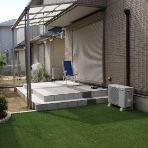 タイルテラスと人工芝のお庭